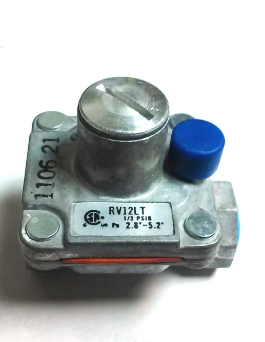 "Maxitrol Gas Pressure Regulator -1/8"" NPT,1/2\"" PSI 2.8\"" - 5.2 \"" WC."